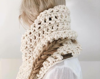 Chunky Textured Cowl Scarf/{Snow Bunny} in Starlight