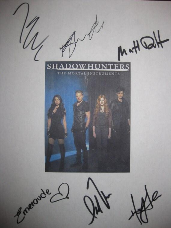 Shadowhunters The Mortal Instruments Signed TV Pilot Script Autographs Katherine McNamara Dominic Sherwood Matthew Daddario Emeraude Toubia