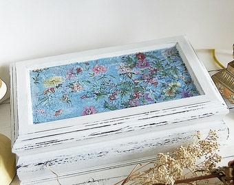 White VINTAGE jewelry box, Shabby Chic wood organizer, wooden jewelry box hand-painted, old white chalk paint Annie Sloan