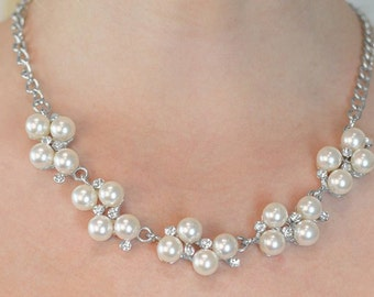Bridal pearl cluster necklace