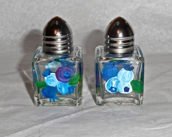 Blueberry Tiny Salt & Pepper, blueberry art, Maine art, blueberry painting, blueberry, blueberry salt shakers, blueberry mini salt shakers