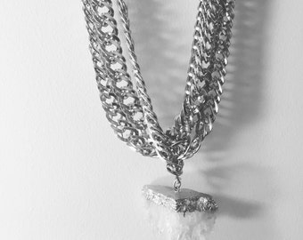 Large chain quartz necklace
