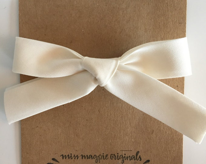 Large Retro Bow || Cream