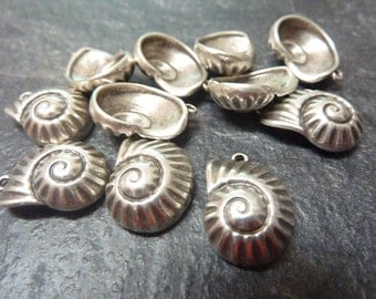 10 pcs. SHELL Pendants, antique silver,  Made in Europe, ZM293