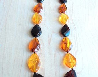 Amber necklace. Tied with clasp without metal.