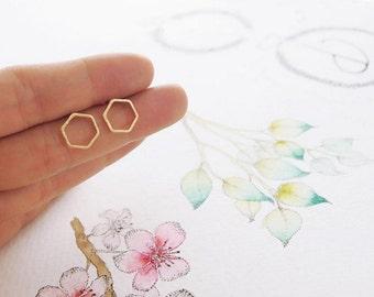 open hexagon stud earrings, gold open hexagon earrings, silver open hexagon earrings, open geometric studs, minimalist earrings, geometric
