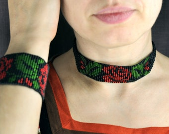 Jewelry set: cuff bracelet and collar necklace made of beads with red flower