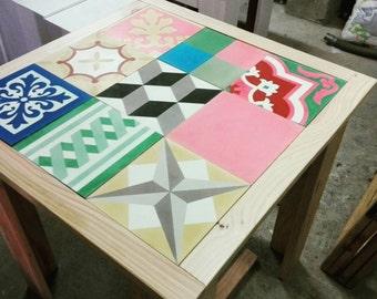 Handmade side table with patchwork cement tiles, Table de appoint Fait main avec carreaux de ciment Spring Sale-5%!