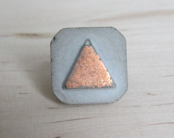 Concrete triangle ring