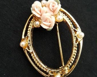 Oval Frame Vintage Brooch