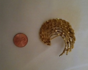 Beautiful VINTAGE 'Wave' Pin/Brooch by Coro
