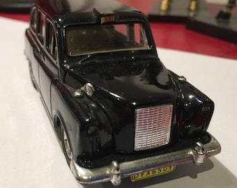 Austin FX4 London Black Die CastTaxi Welly #9050