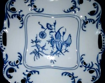 """Lillian Vernon wht/blue Porcelain Openwork Scalloped Square Bowl - 8"""" - Made in China"""
