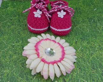 Gift-baby booties and hearclip