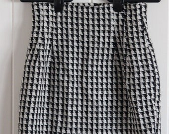 Vintage 60's similar to houndstooth pencil skirt, high waisted, black and white