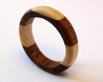 "Ring ""Delicate"" two-tone wood, walnut and curly maple"
