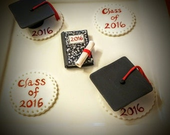 Edible graduation cupcake toppers