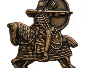 Mongol Warrior on horeseback attacking with bow and arrow - Pin/Broach