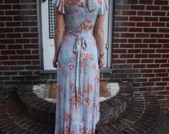 1970's Beautiful Vintage Floral maxi dress. Soft and feminine.