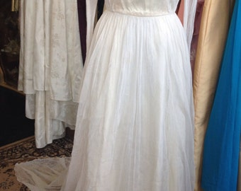 """Delicate tulle 1930s 1940s wedding dress needs some repairs 26"""" waist"""