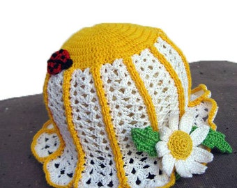 Knit summer hat of baby with White flower Chamomile nice