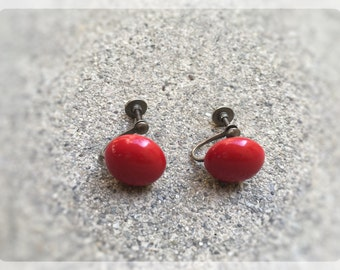 Vintage, Red Dot, Screw Back Earrings / 1950's / Art Deco / Retro / Twist On Earrings / FREE SHIPPING to US