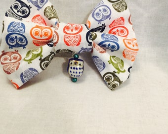 Owl fabric hairbow on an alligator clip, with blue or red hanging owl charm. Great gift idea. Unique design.