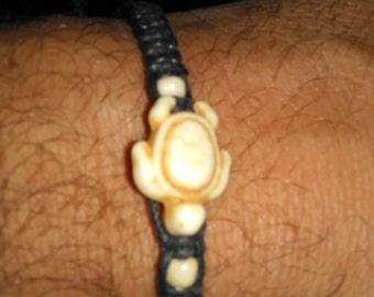 Turtle bracelet (cream)