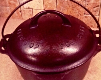 Beautiful Griswold Dutch Oven #6, cast iron in exceptional condition!