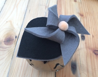 G&B. Grey and black felt pinwheel fascinator/head piece.