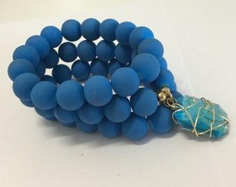 Pulseras-brazaletes trio, blue color, with bright wound in Golden said.
