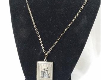 Storybook locket Brassy gold