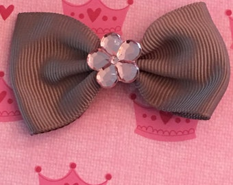 Crystal flowers on bows