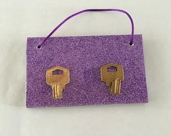 Hanging key holder