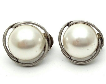 Half Pearl and Silver tone metal Round Stud Clip on Earrings Retro Vintage clip-on Anniversary Gift Wedding Bridal Cocktail Party Elegant