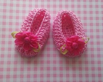Mini Cinderellas pink sunglasses baby girl shoes look