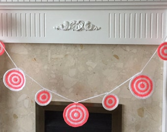 Crochet bunting // garland of circles// crochet circles in white and bright pink
