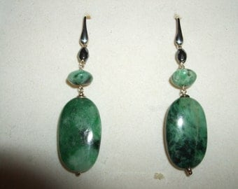 Green natural Jade and faceted Hematite earrings Sterling Silver 925 lenght 06 centimeters