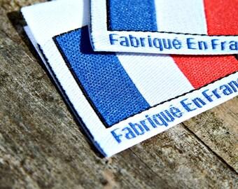 Fabrique en France, coupe avant et étiquettes tissées pliées , vêtements et accessoires