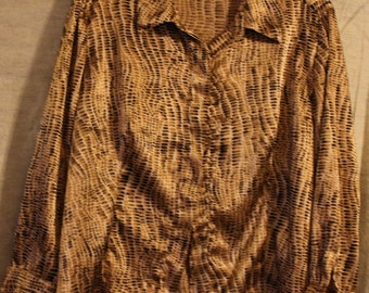 Kathie Lee Designs Women's Size 18/20W Natural Reptile Print Button Up
