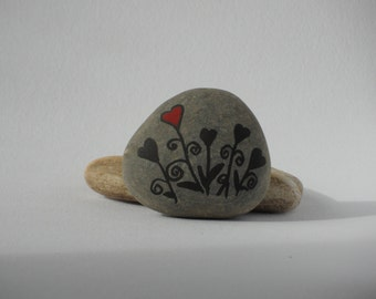 Natural painted pebble - heart flowers