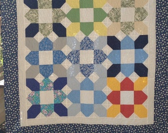 Quilt: Quilt/Throw quilt oversized floral print