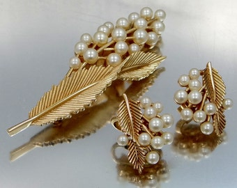 Pretty Trifari Ferns and Faux Pearls Brooch with Matching Earrings