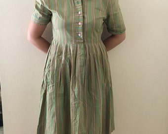 Adorable Vintage 50's Housedress in Cute Fabric