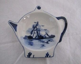 Teapot shaped Delft Blue ceramic dish with Windmill Teabag dish