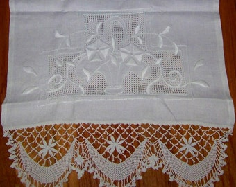 Beautiful VINTAGE Stylized Runner w/Hand Made Lace & Dimensional Embroidery Morning Glories Boudoir