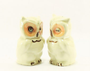 Vintage Shawnee Winking Owl Salt and Pepper shakers, Owl Figurines, White owl, Barn Owl,Vintage owls, Owl Collector