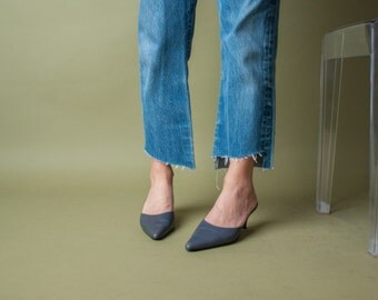 gray leather pointed toe mules / gray mules / kitten heel shoes / 7 / 720s