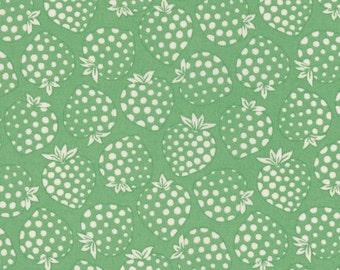 FAT QUARTER Lecien - Cream Strawberries on GREEN - Old New 30s Collection Spring 2016 - Ivory White - Japanese