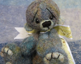 Little Handfuls Mini Bears Presents...Orlo